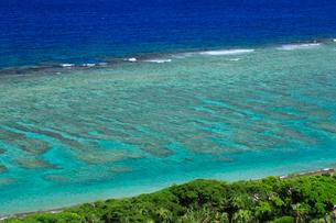 奄美大島 大浜海浜公園より望む東シナ海の写真素材 [FYI02676241]