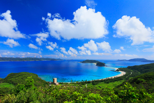 慶良間諸島,座間味島,高月山展望台から望む古座間味ビーチの写真素材 [FYI02676312]