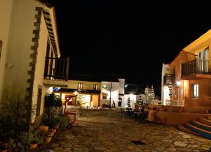 地中海村の夕景の写真素材 [FYI02676338]