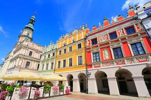 ザモシチ 大市場広場と市庁舎の写真素材 [FYI02676365]