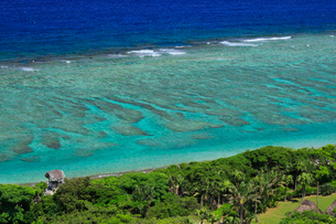 奄美大島 大浜海浜公園より望む東シナ海の写真素材 [FYI02676406]