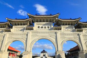 中正紀念堂の正門の写真素材 [FYI02676426]