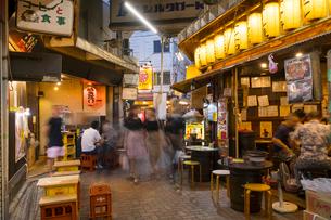 赤羽駅周辺の夕景の写真素材 [FYI02676614]