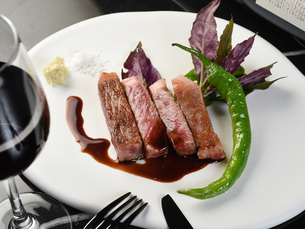 洋食 和牛ボトムフラップのパベットステーキの写真素材 [FYI02676769]