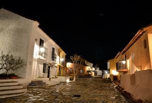 地中海村の夕景の写真素材 [FYI02676782]