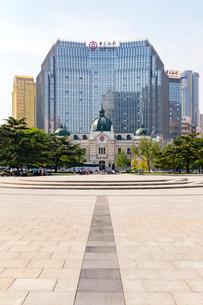 大連,中山広場と旧横浜正金銀行の写真素材 [FYI02676837]