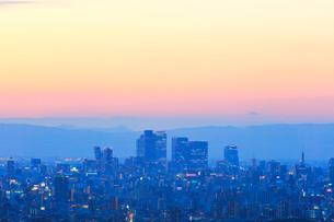 名古屋駅周辺の高層ビルと町並み夕景の写真素材 [FYI02676897]