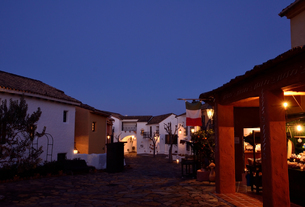 地中海村の夕景の写真素材 [FYI02676910]