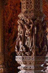 サンクチュアリ・オブ・トゥルース内部の彫刻の写真素材 [FYI02676938]