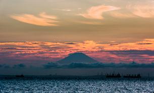木更津からの富士山夕景の写真素材 [FYI02676952]