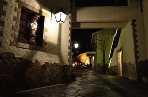 地中海村の夕景の写真素材 [FYI02676985]