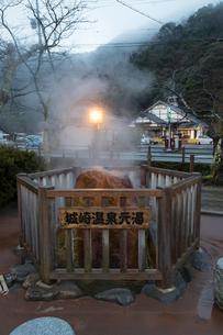 城崎温泉の元湯 泉源の写真素材 [FYI02677000]