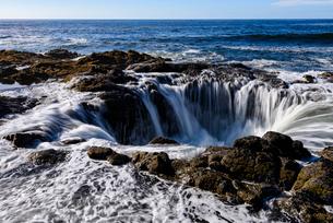 トールの井戸の昼景の写真素材 [FYI02677014]