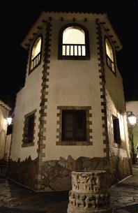 地中海村の夕景の写真素材 [FYI02677037]