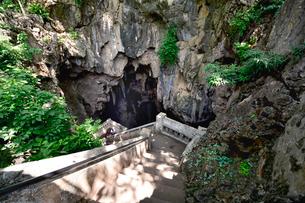 カオ・ルアン洞窟寺院の洞窟へ続くの写真素材 [FYI02677070]
