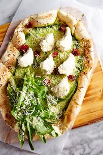 チーズとサラダピザの写真素材 [FYI02677088]