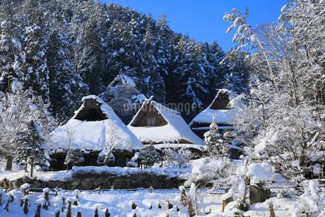 雪景色の飛騨の里の写真素材 [FYI02677330]