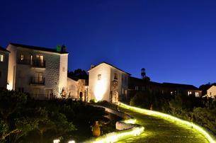 地中海村の夕景の写真素材 [FYI02677340]
