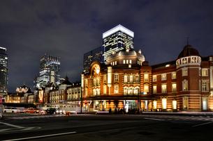 東京駅と八重洲ビル街の写真素材 [FYI02677429]