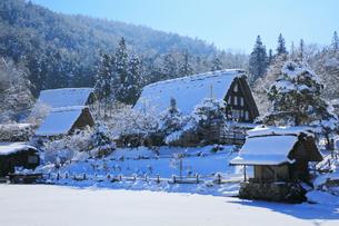 雪景色の飛騨の里の写真素材 [FYI02677471]