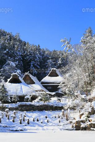 雪景色の飛騨の里の写真素材 [FYI02677526]