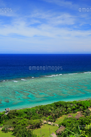 奄美大島 大浜海浜公園より望む東シナ海の写真素材 [FYI02677621]