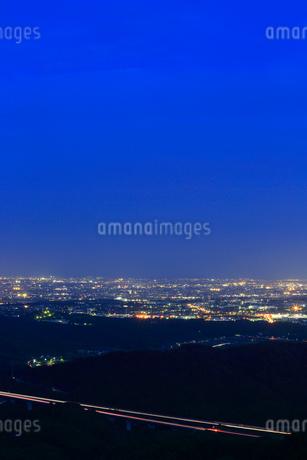 滝沢展望台から望む市街夜景の写真素材 [FYI02677628]