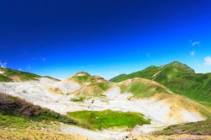 立山・地獄谷と大日連山の写真素材 [FYI02677673]