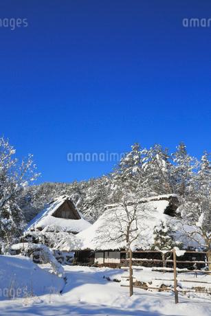 雪景色の飛騨の里の写真素材 [FYI02677679]