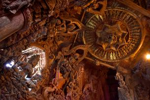サンクチュアリ・オブ・トゥルース伽藍の彫刻の写真素材 [FYI02677702]