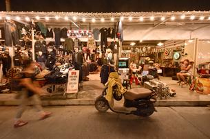 バンコックのナイトマーケットの写真素材 [FYI02677706]