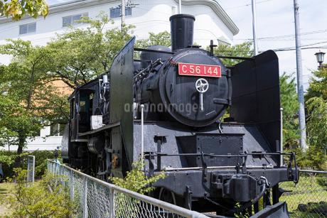 懐古園駐車場の蒸気機関車 C56-144の写真素材 [FYI02677796]