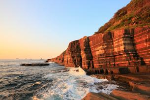夕日に染まるホルンフェルス断崖の写真素材 [FYI02677848]