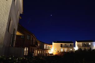 地中海村の夕景の写真素材 [FYI02677963]