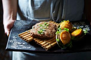 韓国のあわび料理とトッカルビの写真素材 [FYI02678023]