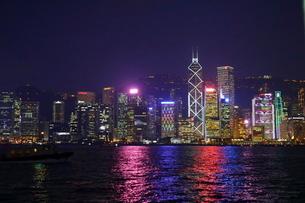香港の夜景の写真素材 [FYI02678065]