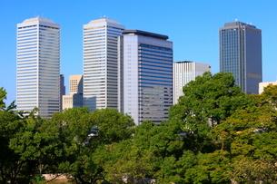 大阪城公園より望むOBPビル群の写真素材 [FYI02678100]