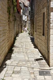 トロギル旧市街の路地の写真素材 [FYI02678157]