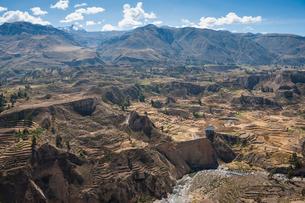 アンデスの田園風景(コルカキャニオン)の写真素材 [FYI02678165]