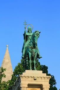 ブダペストの王宮の丘 聖イシュトヴァーンの騎馬像の写真素材 [FYI02678193]