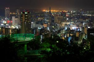 ビーナスブリッジと神戸市街の夜景の写真素材 [FYI02678292]