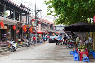 陶磁器の郷 バッチャン村メインストリートの写真素材 [FYI02678314]