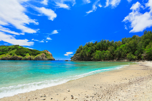 小笠原諸島父島 コペペ海岸に寄せる波の写真素材 [FYI02678338]