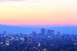 名古屋駅周辺の高層ビルと町並み夕景の写真素材 [FYI02678343]