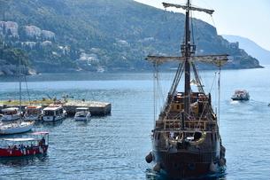 ドゥブロヴニクの観光船の写真素材 [FYI02678442]