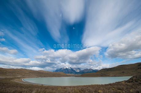 パタゴニアのパイネ山群の遠望の写真素材 [FYI02678478]