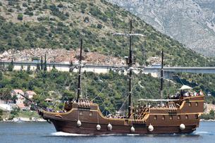 アドリア海を巡る帆船型観光船の写真素材 [FYI02678489]
