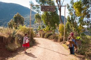 ウルバンバ谷の村の先住民ケチュア族の写真素材 [FYI02678575]