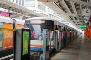 タイ・バンコクのBTSチョンノンシー駅のホームの写真素材 [FYI02678747]