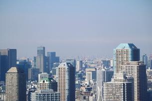 豊洲から見た隅田川とリバーシティー21方面の写真素材 [FYI02678811]